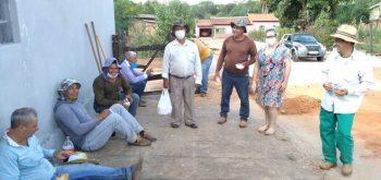 Secretaria de Assistência Social e  de Obras ofereceu um lanche para os trabalhadores que estão na construção de calçadas e reforma